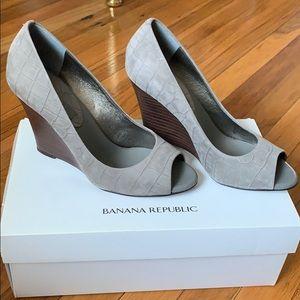Banana Republic high heel wedge shoes EUC